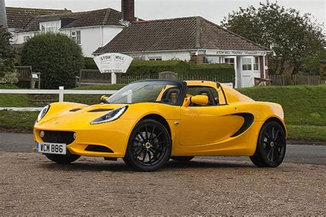 Lotus Lightens up the Elise With the Sport and Sport 220