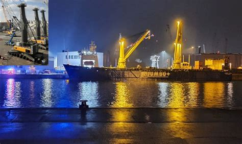 Two mobile cranes fell from JUMBO heavy lift ship in
